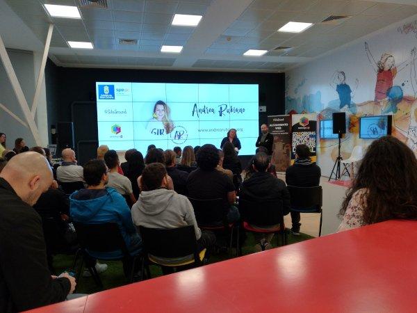 Meetup de Andrea Rubiano sobre cómo vivir de un blog